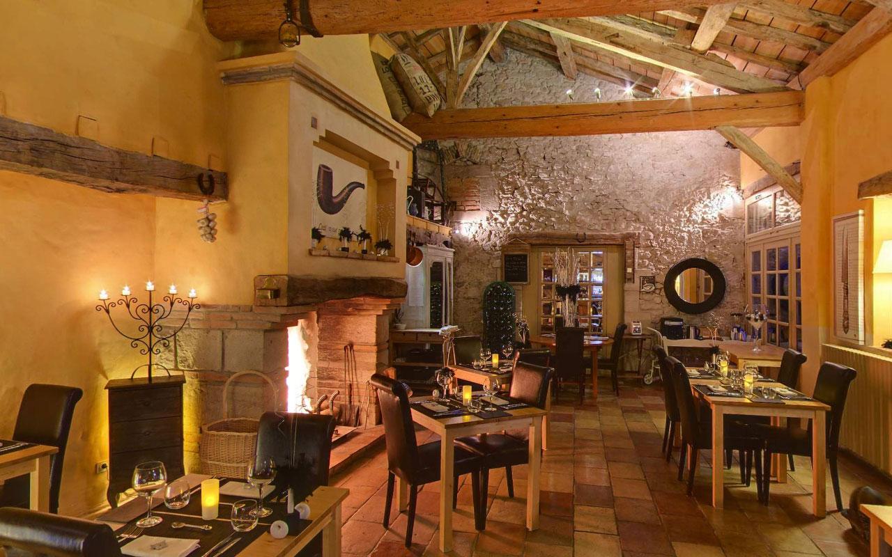 cap de castel fireplace