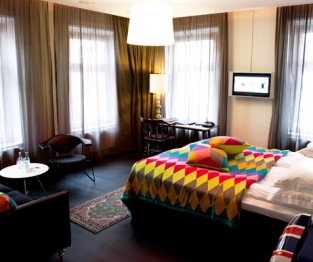 hotel flora bedroom