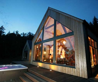 Knoydart outside view with hot tub