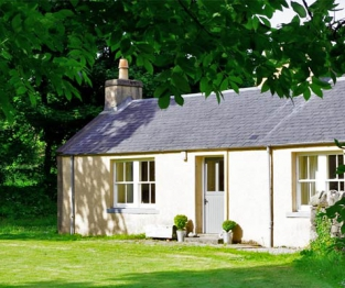Lyndale Cottages outside view
