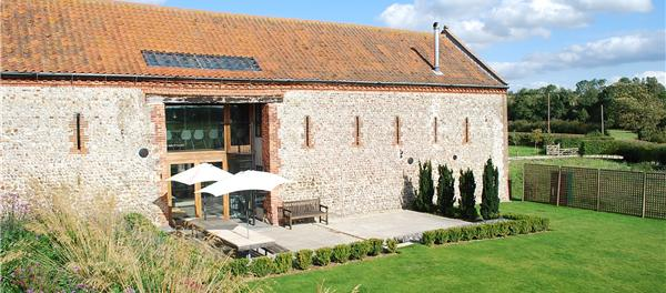 Barsham barn outside view