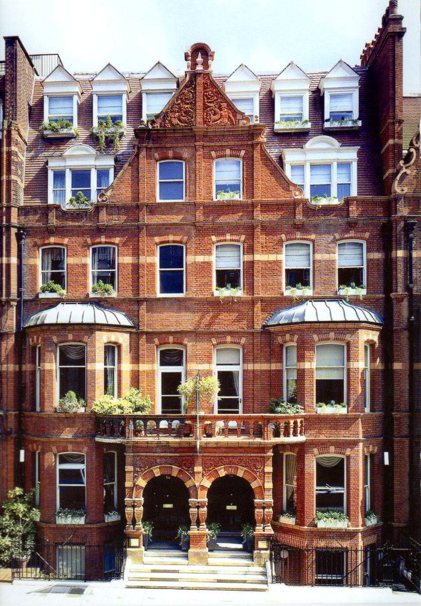 London lesbian lodging