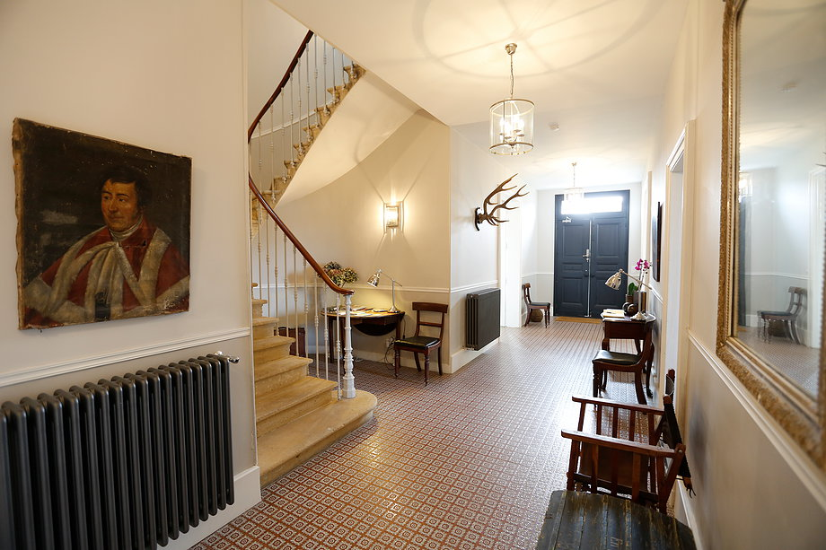 Le Pavillion hallway