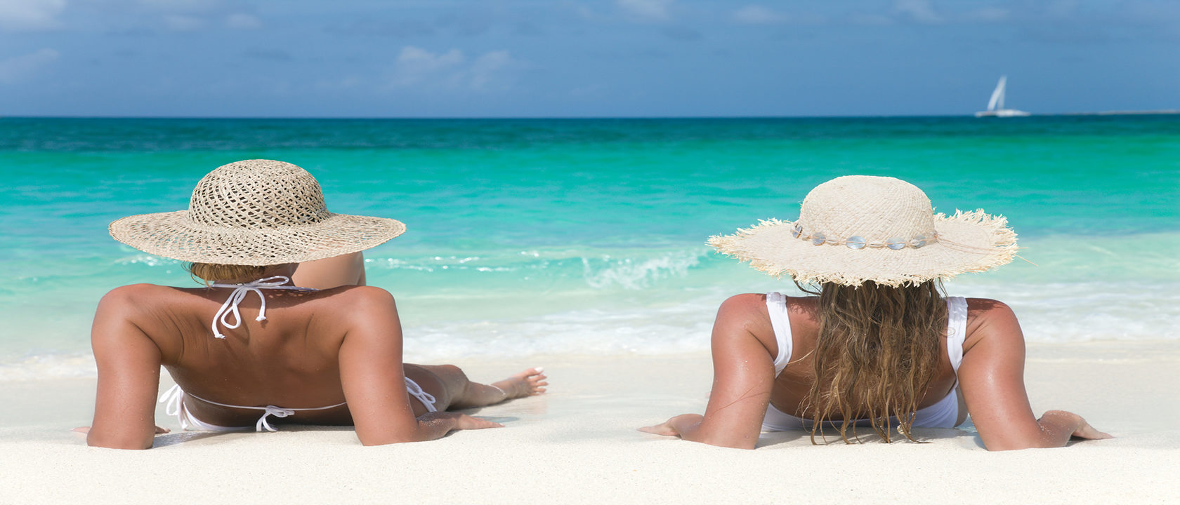 Lesbian_Travel_Beach_Hats