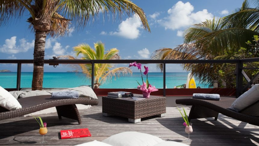 tom beach relax area