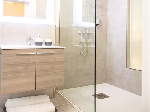 almijara residence bathroom