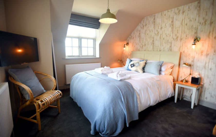 lifeboat inn thornham bedroom
