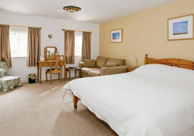 ty mawr country hotel bedroom