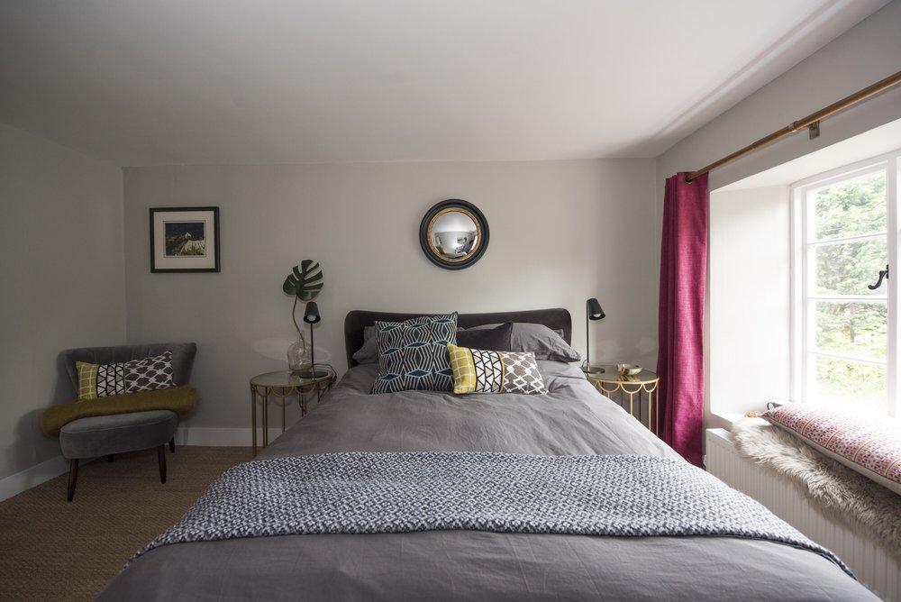 Strawberry Thief Cottage bedroom