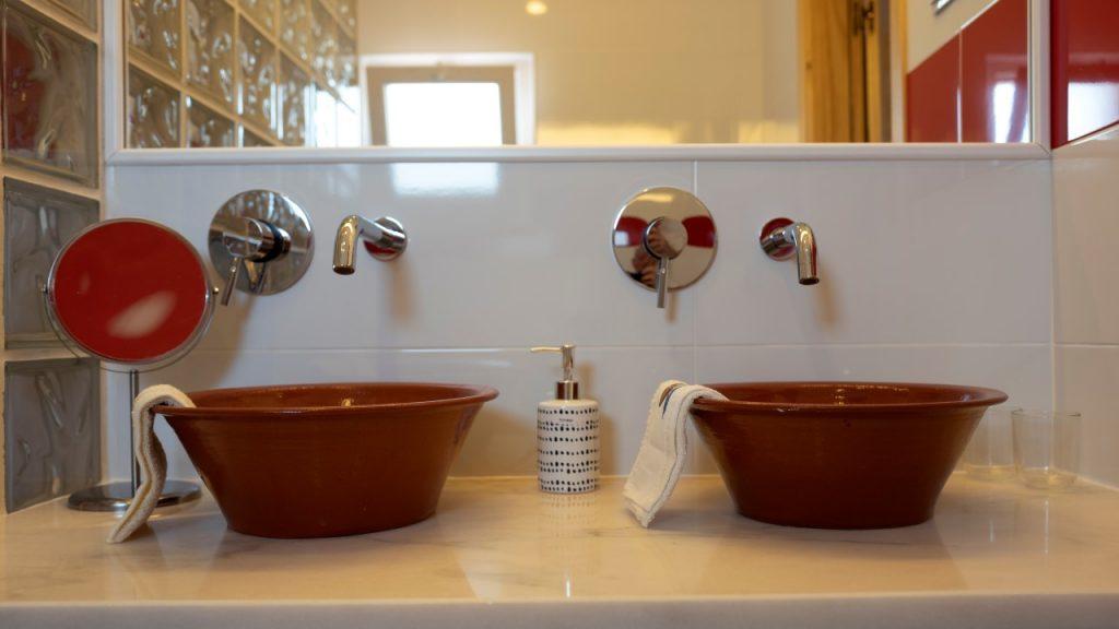 monte anna naturist b and b bathroom
