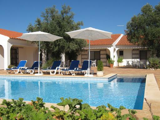 casa oliveira pool