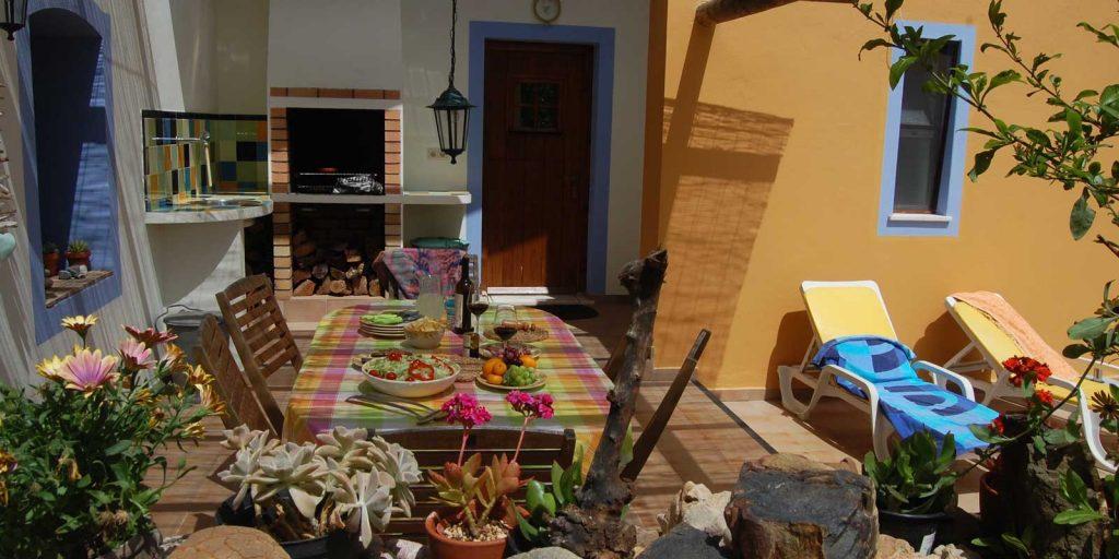 casa oliveira courtyard