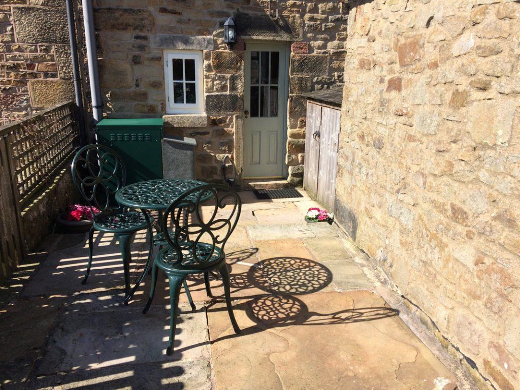 jacks cottage courtyard
